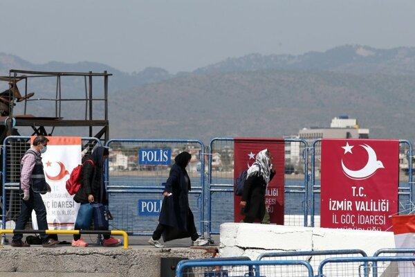 Ďalšia skupina Sýrčanov z Turecka by mala doraziť v utorok do Holandska.