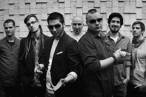 Amo & band.