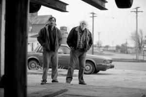Na ceste za miliónom: Bruce Dern (vpravo) a Will Forte vo filme Nebraska. V pondelok uvidíme, či dostanú Oscara.