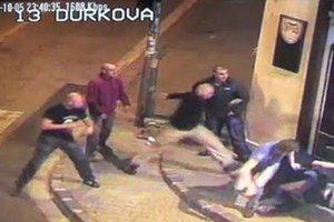 Jeden z útokov na návštevníkov a personál nitrianskeho klubu Mariachi zaznamenali kamery.