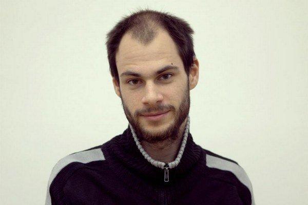 Rastislav Podhorský (1990) je študentom piateho ročníka v ateliéri profesora Daniela Fischera na Katedre maľby a iných médií VŠVU v Bratislave. Svoje diela doteraz prezentoval na troch samostatných a niekoľkých kolektívnych výstavách. Venuje sa na