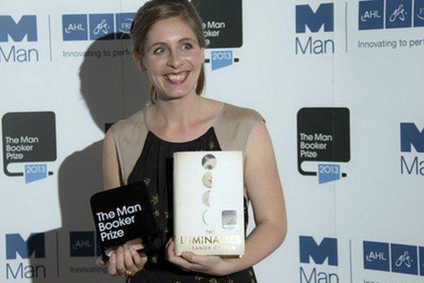 Eleanor Cattonová sa narodila v roku 1985 v Kanade a vyrastala na Novom Zélande. Jej debutový román The Rehearsal (2008) bol nominovaný na ocenenia Guardian First Book Award, Dylan Thomas Prize a Orange Prize.