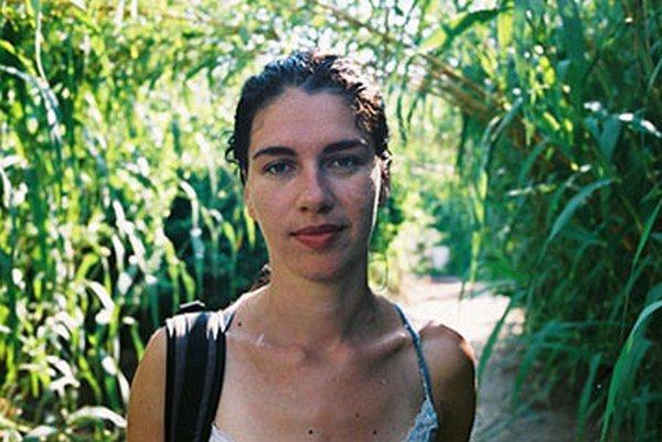Lucia Nimcová (1977) pochádza z Humenného. Študovala na Inštitúte tvorivej fotografie na Sliezskej univerzite v Opave. V rokoch 2007 a 2008 absolvovala štipendijný pobyt na Rijksakademie van beeldende kunsten v Amsterdame. Je držiteľkou Ceny Oskár