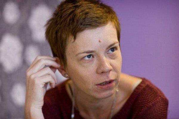 Jana Shemesh (1975) vyštudovala žurnalistiku na Filozofickej fakulte UK v Bratislave. Od roku 2002 pracovala v SME. V roku 2006 sa presťahovala do Izraela, odkiaľ prispieva do SME, .týždňa i ďalších slovenských periodík článkami o Blízkom východe. Žije v