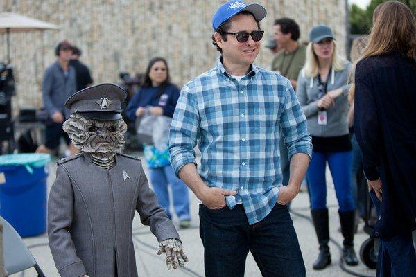 Nahradiť Georga Lucasa sa J. J. Abramsovi najprv nechcelo, veď tušil, že bude ťažké naplniť očakávania fanúšikov, producentov aj vlastné ambície.