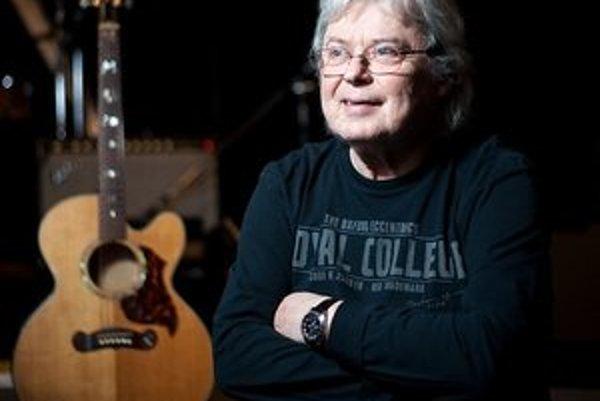 Vladimír Mišík (1947)Spevák, hudobník, gitarista, rocker. Narodil sa vPrahe matke Slovenke, jeho otec bol dôstojníkom americkej armády. Sbigbítom začínal všesťdesiatych rokoch, spieval v kapelách Matadors, Flamengo, zakladal Blue Effect, v sedemdesi