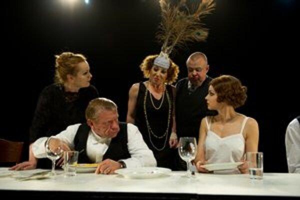 Anna Javorková (zľava), Richard Stanke, Gabriela Dzúriková, Ivan Vojtek a Petra Vajdová v Malomeštiakovej svadbe.
