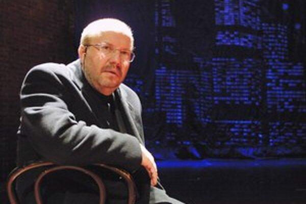 Stanislav Moša (1956), režisér, libretista, textár. Vyštudoval na brnianskej JAMU, v roku 1990 sa stal umeleckým riaditeľom a od roku 1992 je riaditeľom Mestského divadla Brno. Režíroval vyše 120 najmä muzikálových inscenácií ako West Side Story, Jesus Ch