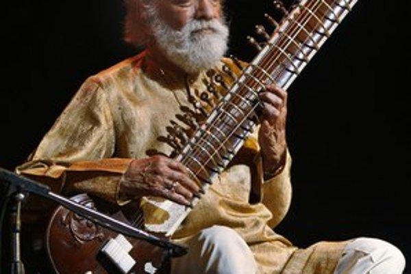Koncertoval od detstva do poslednej chvíle. Na snímke z februára tohto roka so svojím tradičným nástrojom.