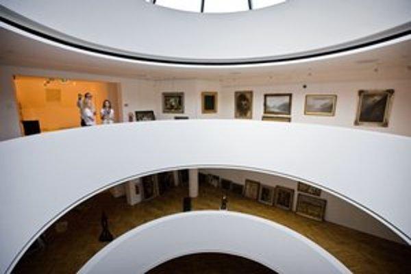 Za architektonické riešenie stavby získali architekti  Viktória Cvengrošová a Virgil Droppa v roku 1995 Cenu Dušana Jurkoviča. Slúžila ako banka, teraz je z nej galéria.