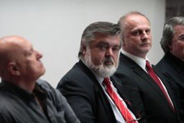 Jún 2010. Nový šéf SND Ondrej Šoth (druhý sprava) a jeho tím riaditeľov. Peter Dvorský vydržal v divadle najdlhšie.