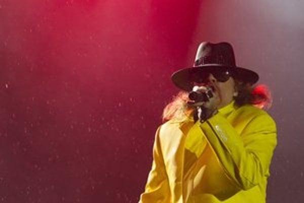 Axl Rose a jeho kostým na pesničku November Rain.