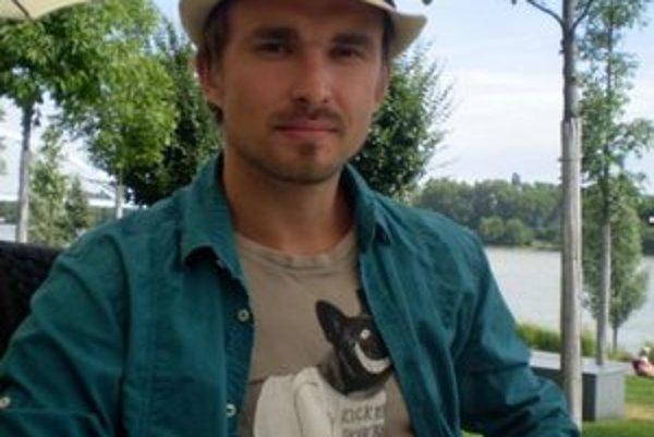 Andrej Petrovič v Bratislave krátko pred odletom na prípravy olympijského ceremoniálu.