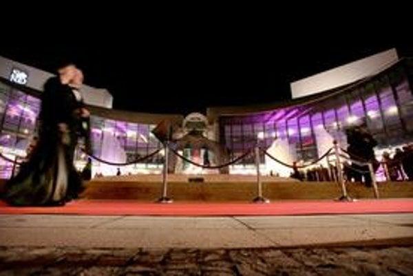 Slovenské národné divadlo sa už vo štvrtok môže dočkať nového generálneho riaditeľa. Ale rovnako aj nemusí.