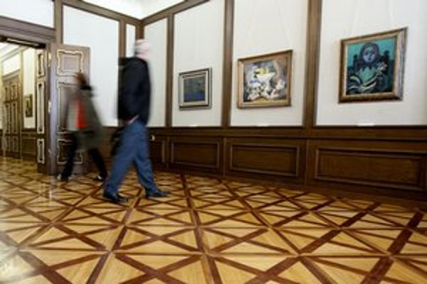 Výstavu Pocta Picassovi pripravila Galéria mesta Bratislavy v spolupráci s Galériou výtvarného umenia v Ostrave, zastúpených je 84 obrazov a 13 sôch. Autori: Joan Miró, Salvador Dalí, Oscar Domínguez, Antonio Clavé, Antotnín Procházka, Bohumil Kubišta