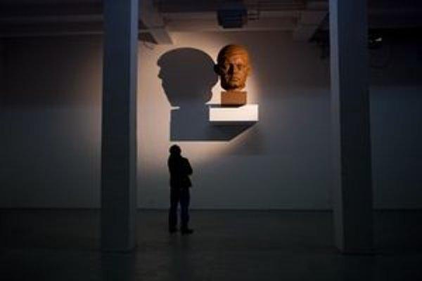 Busta expremiéra Roberta Fica v bratislavskej galérii Space, kde bola vystavená od začiatku novembra.