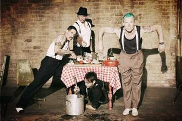 Kapela Red Hot Chili Peppers prišla s novým zvukom aj imidžom.