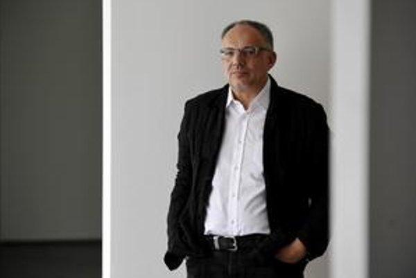 Jiří Švestka (1955) v roku 1981 emigroval do Nemecka, kde pôsobil ako kurátor v galériách v Berlíne, Kolíne nad Rýnom, vo Freiburgu, viedol düsseldorfský Kunstverein a Kunstmuseum Wolfsburg. V roku 1995 si v Prahe založil vlastnú galériu a pred rokom otvo