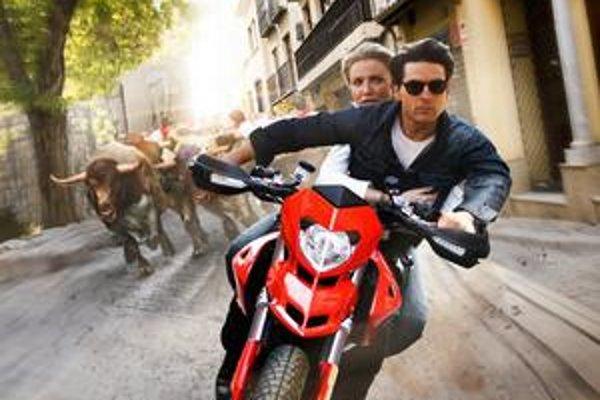 Aj keď táto snímka vyzerá ako nevydarená koláž, je scéna s býkmi jedným z vrcholov filmu.