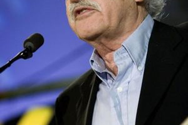 Prvú cenu Slnko v sieti za prínos slovenskej kinematografii dostal režisér Juraj Herz. Tento rok ju dostanú Ladislav Chudík a Albert Marenčin.