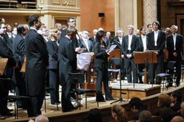 Na piatkovom koncerte Českej filharmónie namiesto Mahlera znelo vyhlásenie orchestra, ktorý sa zastal svojho odvolaného šéfa.