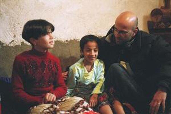 Malek Bensmail (44) žije vo Francúzsku, nakrúca o Alžírsku.