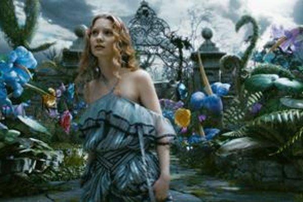 Jeden z najočakávanejších filmov roka je Alica v krajine zázrakov. Príbeh v podaní Tima Burtona má premiéru v marci.