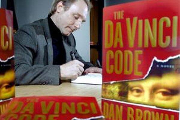 Dan Brown (45) začal písať už na strednej škole. Jeho prvé knihy Digitálna pevnosť, Anjeli a démoni a Pavučina klamstiev zapadli, prerazil až vďaka Da Vinciho kódu v roku 2003, z ktorého sa predalo vyše 80 miliónov výtlačkov. Román strhol vášnivé reakcie