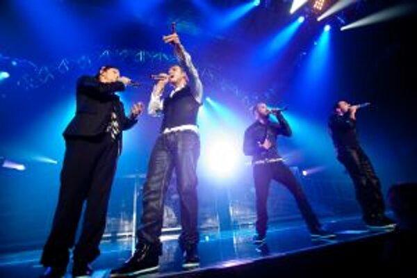 Koncert Backstreet Boys sa musel skončiť do desiatej večer. Inak hrozili pokuty za rušenie nočného pokoja.