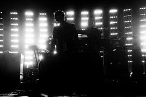 Koncerty Massive Attack sú povestné špecifickým nasvietením, ktoré umocňuje atmosféru hudby.