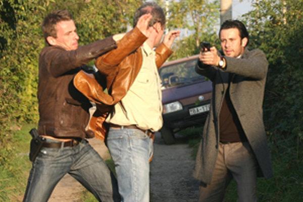 Ani v scénach z Mesta tieňov nechýba násilie.