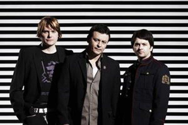 Trio, ktoré spravilo ďalší krok preč od minulosti.