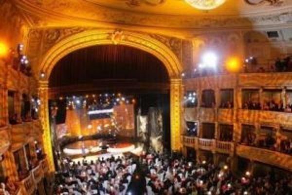 V tejto sále sa budú dva roky striedať filharmonici, herci, operní speváci aj balet.
