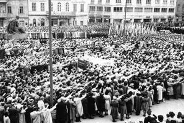 Jaroslav Teslík: Oslavy sviatku práce v Bratislave, 2. máj 1943.