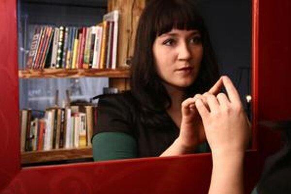 Katka Koščová (27) pochádza z Prešova, kde absolvovala magisterské štúdium odboru filozofia – estetika. V roku 2005 vyhrala televíznu súťaž Slovensko hľadá SuperStar. Vzápätí v Sony BMG vydala debutový album Ešte sa nepoznáme, o rok neskôr druhú nahrávku