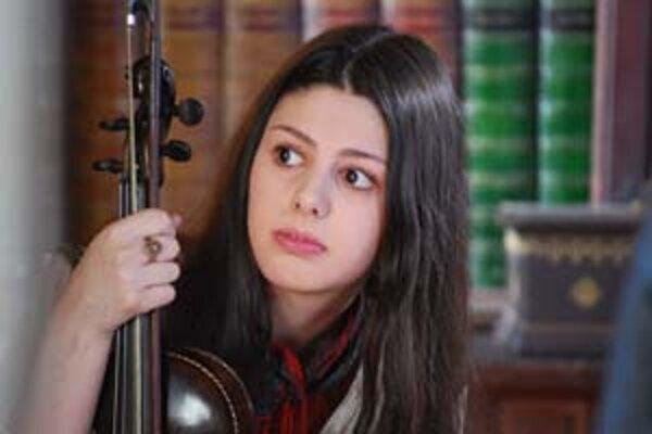 Cinka Panna (Gruzínka Anna Gurji) presviedča, že je urastená a krásna.