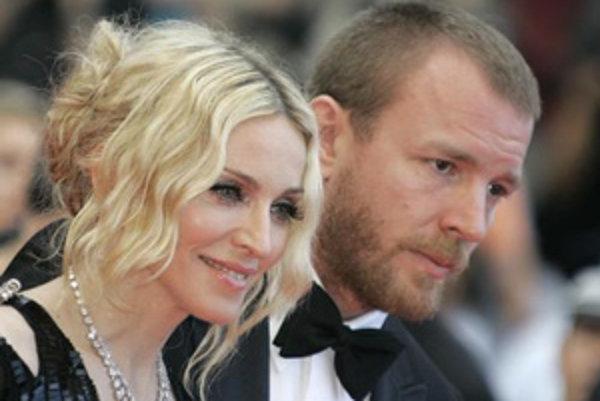 Režisér Guy Ritchie s manželkou Madonnou.