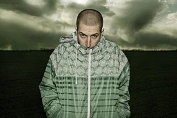 Raper Vec sa na svojom druhom sólovom albume Funkčný veterán nevyhýba žiadnym témam.