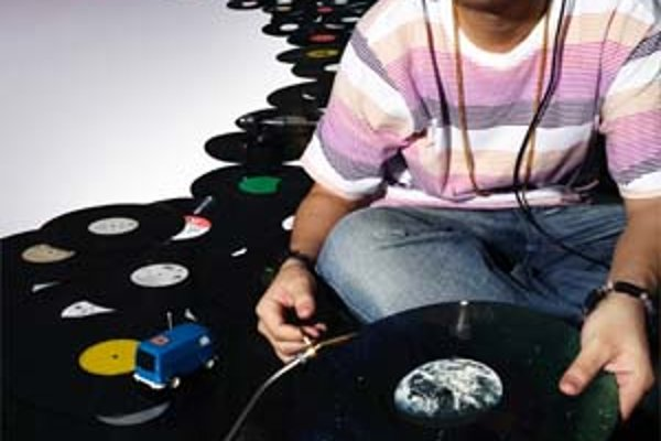 Wilsonic ponúkne gramofónovú superstar DJa Kentara , a že tento festival nie je iba prehliadkou elektronickej hudby, dokazuje pozvanie projektu Bonobo okolo Simona Greena.