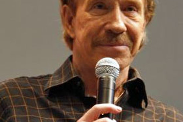 Keď Chuck Norris spadne do vody, nebude mokrý. Voda bude Chuck Norrisová.