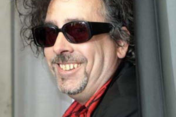 Tim Burton je na Zlatý glóbus nominovaný s muzikálom o netradičnom holičovi, nový film bude mať o Alici.