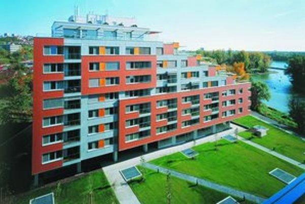 Víťazom CE.ZA.AR v kategórii Bytové domy je obytný súbor Karloveské rameno. Nominovaný bol aj na Stavbu roka 2007. Stavba J&T Real Estate stála 660 miliónov korún.