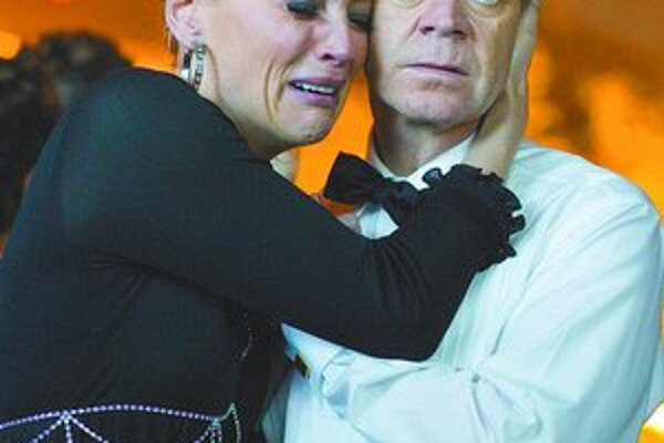 Sharon Stone a William H. Macy vo filme Bobby