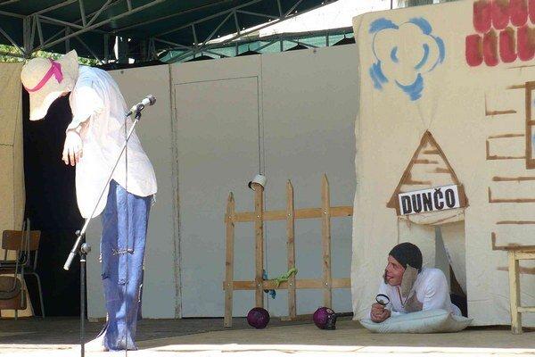 Zvolenské divadlo Zelienka sa na festivale predstavilo rozprávkou O hlúpej žene.