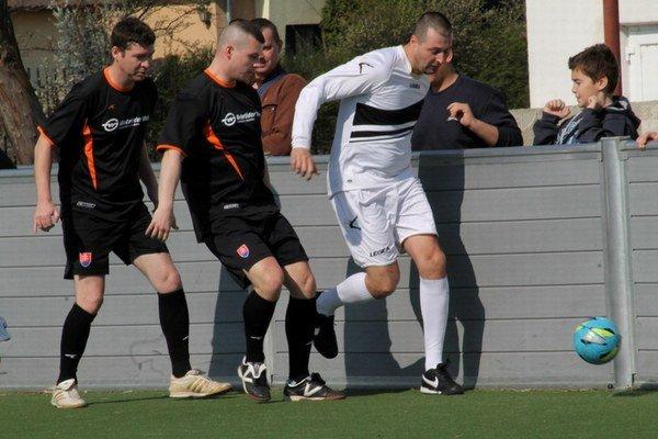 Do konca základnej časti Futbalovej miniligy Senca ostávajú tri kolá.