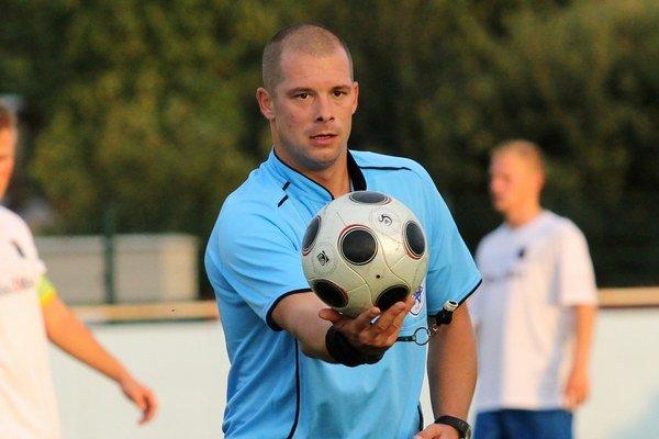 Peter Cvengroš sa stal najlepším futbalovým rozhodcom BFZ za rok 2013.