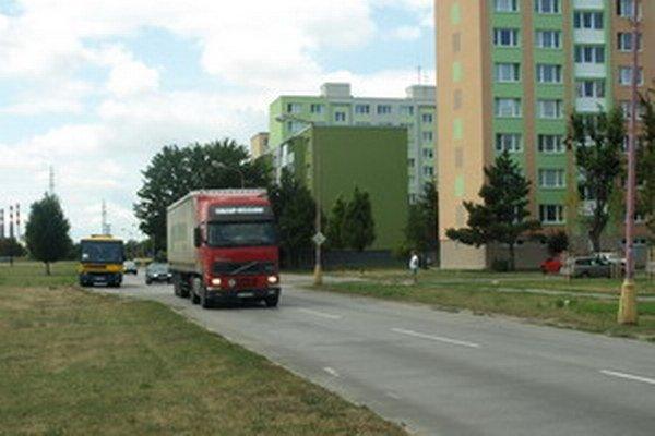 Na Golianovej a Nerudovej platí pre kamióny tridsiatka, ale iba od desiatej večer do šiestej ráno.