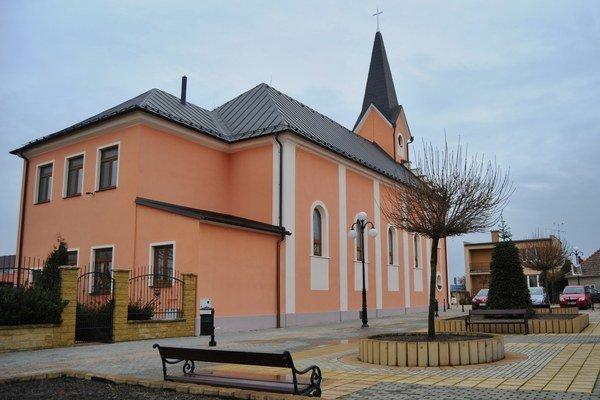 Kostol v Pečeňadoch pomohla vybudovať grófka Ľudovíta Užovičová-Blundellová.