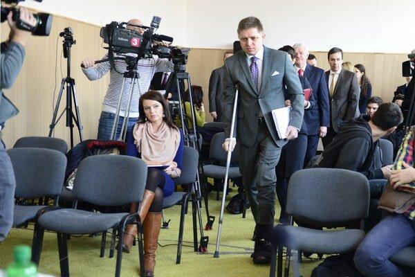 Robert Fico prichádza na tlačovú konferenciu po zasadnutí vlády v Horných Orešanoch.