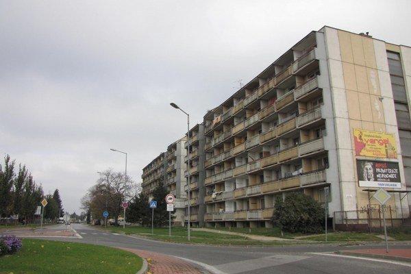 Po deložovaní neplatičov z Coburgovej sa viacerí z nich presunuli práve do ubytovne na Linčianskej.